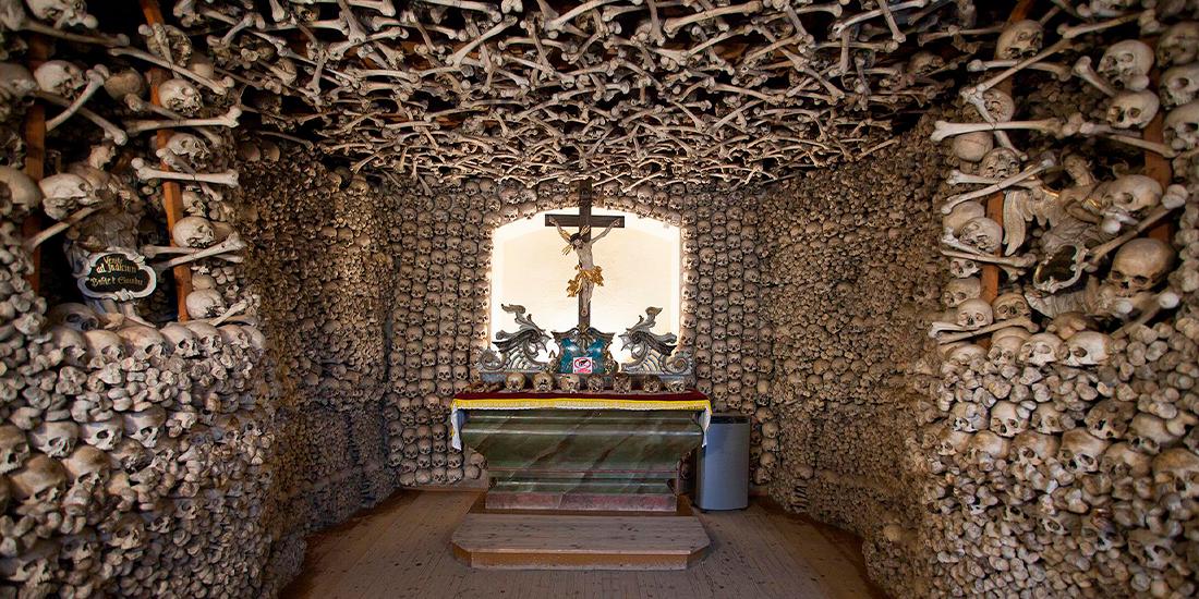 O capela construita din oase umane