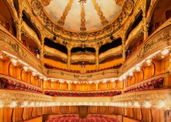 Pasiti in grandioasele si extravagantele teatre din Paris. Fotografie