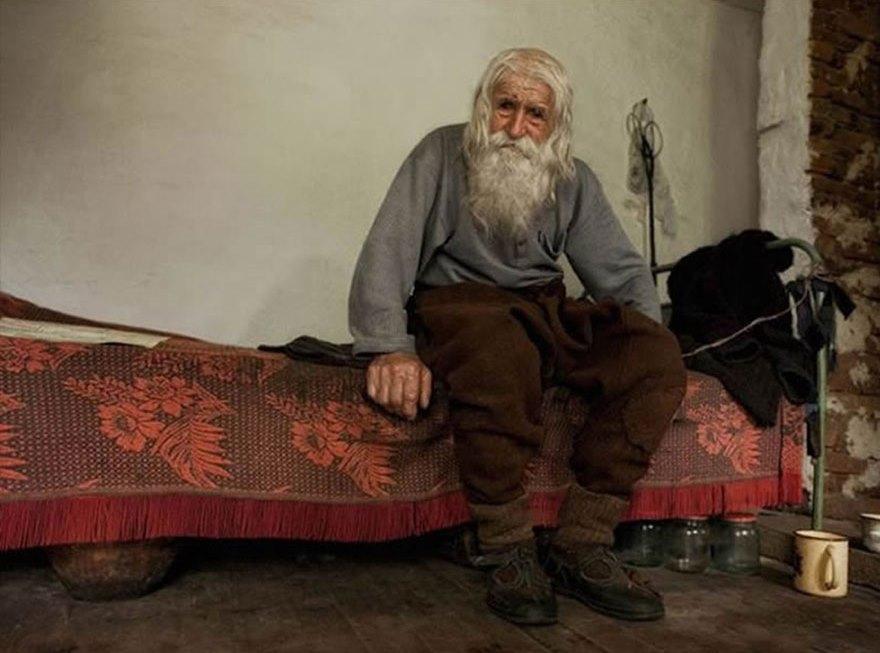 cool-Dobri-Dobrev-story-saint-orphans-begging1