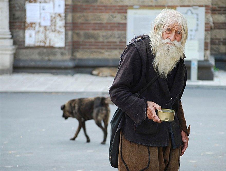 cool-Dobri-Dobrev-story-saint-orphans-begging2