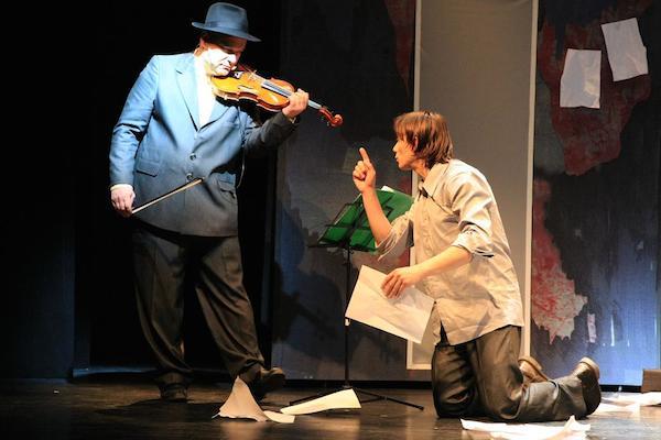 """Spectacolul """"Insemnarile unui nebun"""" se muta la Hanul Gabroveni"""
