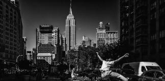 "Jocuri de lumina si umbra in fotografia stradala a lui Dimitri Keungueu. Proiectul fotografic ""8am / 8pm"""