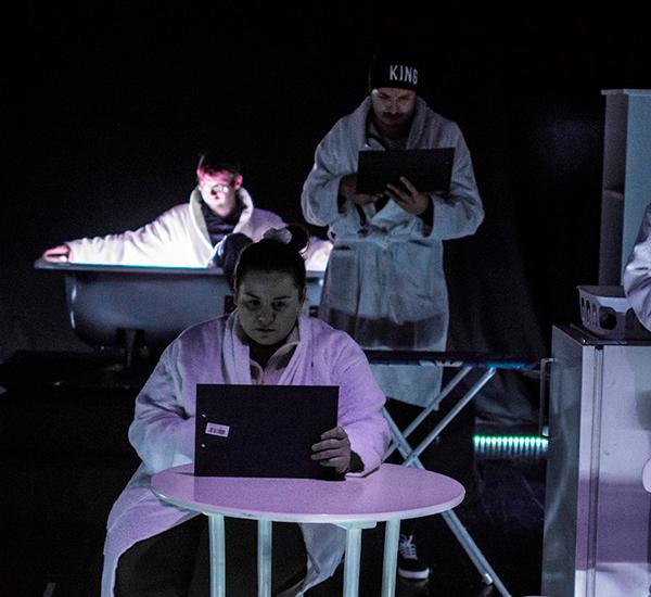 Cronica de teatru Privacy Settings – Social Act Galati