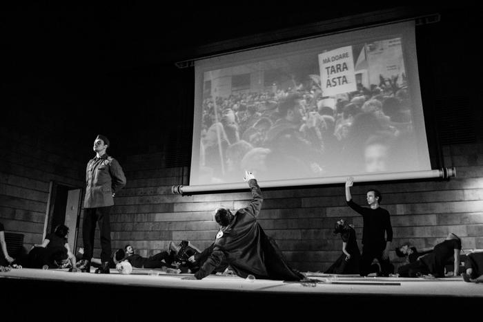 Hamlet si noi Laboratorul de Arta teatru Raftul cu idei